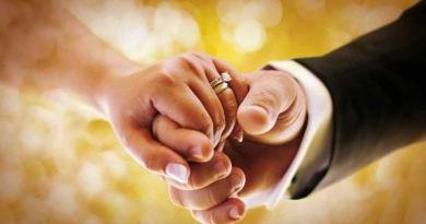 छत्तीसगढ़ में अंतर-धार्मिक विवाह करने वाले एक मुस्लिम शख्स के मामले में सुनवाई को दौरान सुप्रीम कोर्ट ने उससे कहा है कि 'वफादार पति' और 'महान प्रेमी' बनो।