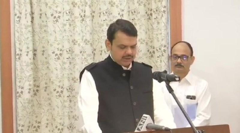 महाराष्ट्र की राजनीति में रातों-राता सबसे बड़ा उलटफेर हुआ है। बीजेपी ने NCP के साथ मिलकर सरकार बना ली है।