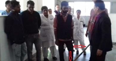 प्रधानमंत्री नरेंद्र मोदी के स्वच्छता अभियान को देश में अलग-अलग तरीके से लोग आगे बढ़ा रहे हैं। इस बीच उत्तराखंड के नैनीताल के रामनगर अस्पताल से एक खास तस्वीर सामने आई है।