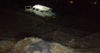 उत्तराखंड के उत्तरकाशी में दर्दनाक हादसा हुआ है। भटवाड़ी और गोसाली रोड पर बेकाबू होकर बारातियों से भरी कार गहरी खाई में गिर गई।