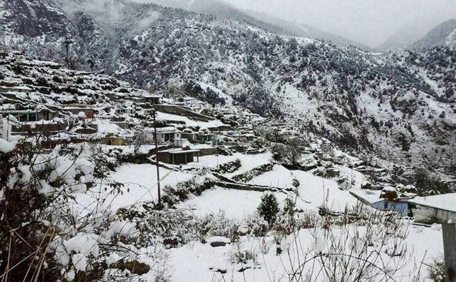 उत्तर भारत के ठंड की शुरुआत हो चुकी है। पहाड़ी इलाकों में जहां मौसम काफी सर्द है