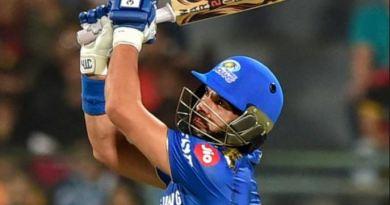 टीम इंडिया के पूर्व क्रिकेटर और धाकड़ बल्लेबाज युवराज सिंह को बड़ा झटका लगा है। IPL-2020 में मुंबई इंडियंस से युवराज सिंह बाहर हो गए हैं।