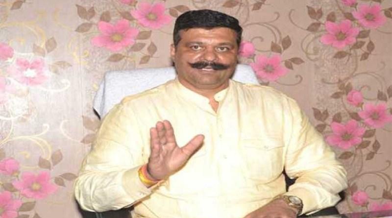 बीजेपी से निष्कासित विधायक कुंवर प्रणव सिंह चैंपियन की मुश्किलें बढ़ गई हैं। चैंपियन पर गिरफ्तारी की तलवार लटकने लगी है।