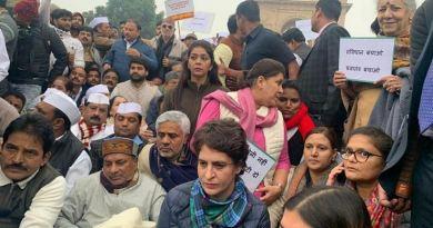 नागरिकता संशोधन कानून और एनआरसी के खिलाफ पूरे देश में प्रदर्शन हो रहे हैं। कई राजनीतिक पार्टियां भी इसके विरोध में हैं।