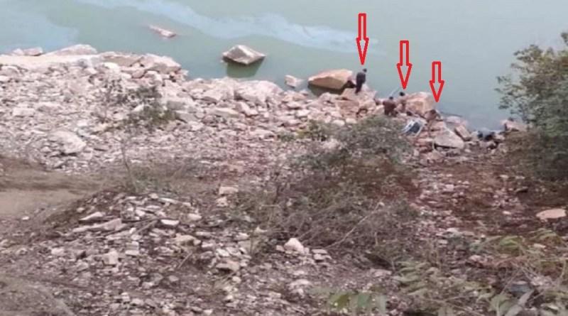 उत्तराखंड के बदरीनाथ हाईवे पर भीषड़ सड़क हादसा हुआ है। धारा देवी के पास कार नदी में गिर गई है।