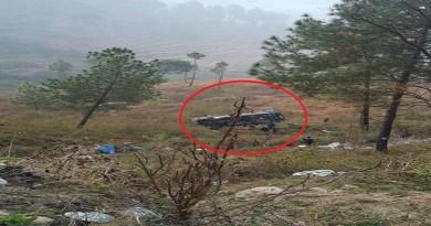 अल्मोड़ा पांडेखोला के पास भीषण सड़क हादसा हुआ है। बुधवार तड़के एक ट्रक गहरी खाई में गिर गया। हादसे में ट्रक चालक की मौत हो गई है।