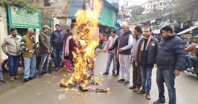 उत्तराखंड समेत पूरे देश में कांग्रेस उबरने की कोशिश रही है। लेकिन पार्टी नेताओं के बीच का अंतर कलह शायद उसे उबर नहीं पा रही है।