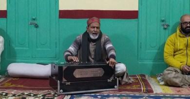उत्तराखंड में होली उत्सव अपने शबाब पर है। कुमाऊं में बैठकी होली की धूम है। इसकी शुरूआत पौष माह के पहले रविवार से विष्णुपदी होली गीतों के साथ हुई।