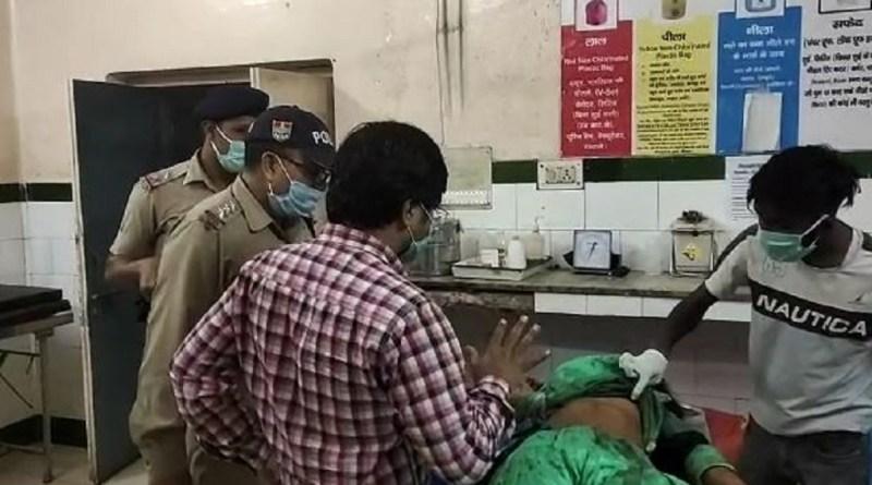 उत्तराखंड के काशीपुर में पति ने पत्नी की चाकू मारकर हत्या कर दी। वारदात को अंजाम देने के बाद आरोपी मौके से फरार हो गया।