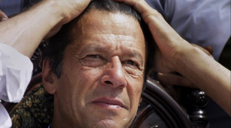 कोरोना महामारी ने दुनियाभर के देशों की अर्थव्यवस्था बिगाड़ दी है। कोरोना के फैलने से पहले ही दिवालिया होने की कगार पर खड़ी पाकिस्तानी अर्थव्यवस्था के लिए ये महामारी विनाशकारी साबित हुई है।