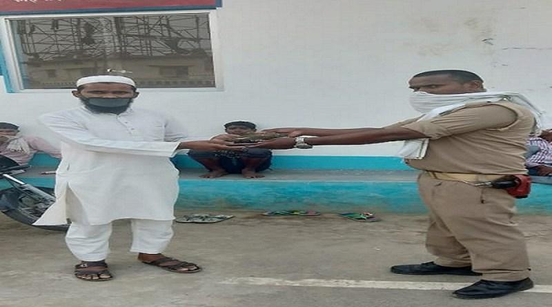 उत्तर प्रदेश पुलिस अक्सर विवादों को लेकर सुर्खियों में रहती है, लेकिन इस बार पुलिस चौकी शाहमहोली नगर कोतवाली सीतापुर के एक पुलिसकर्मी ने अपने काम से विभाग समेत सभी को गौरवान्वित किया है।