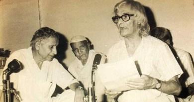 कविराज सुमित्रानंन्दन पन्त जन्मदिन को आज अल्मोड़ा में शोसियल डिस्टेन्स को देखते हुए मनाया गया। छायावादी कवि सुमित्रानंदन पंत का जन्म कौसानी में 20 मई, 1900 को हुआ था।
