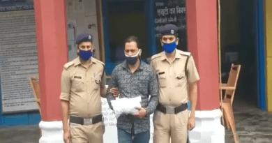 अल्मोड़ा कोतवाली पुलिस और एसओजी की टीम ने डेढ़ किलोग्राम से ज्यादा चरस के साथ एक तश्कर को गिरफ्तार किया है।