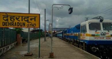 उत्तराखंड की राजधानी देहरादून से देश के अलग-अलग हिस्सों में जो ट्रेन से जाने की बाट जोह रहे हैं उन्हें रेलवे झटका दिया है।