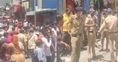 उत्तराखंड के चमोली जिले के जोशीमठ में बच्ची से छेड़छाड़ के बाद लोगों ने बवाल खड़ा कर दिया। बताया जा रहा है कि घटना सोमवार रात की है।