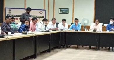 अल्मोड़ा जिले के सोमेश्वर विधानसभा क्षेत्र की समीक्षा बैठक विकास भवन में हुई। प्रदेश बाल विकास मंत्री रेखा आर्या की अध्यक्षता में हुई इस मीटिंग में जिले के अधिकार भी मौजूद रहे।