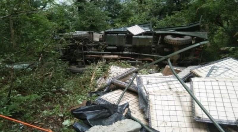उत्तराखंड में बदरीनाथ हाईवे पर दर्दनाक हादसा हुआ है। रविवार शाम को सेना का वाहन हादसे का शिकार हो गया।