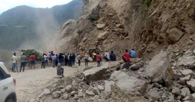 उत्तराखंड में लगातार हो रही बारिश प्रदेश के लोगों पर आफत बनकर बरस रही है। पहाड़ी जिलों में सबसे ज्यादा बुरा हाल है।