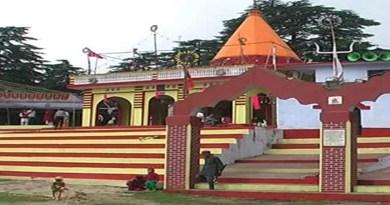 चंतपावत के देवीधूरा क्षेत्र में स्थित मां बाराही धाम में तीर्थयात्रियों और पर्यटकों को सुविधाएं देने के लिए बहुत सारे काम किए गए हैं।