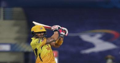 IPL 2020 के पहले मैच में ही चेन्नई सुपर किंग्स ने मुंबई इंडियंस को 5 विकेट से हरा दिया है।