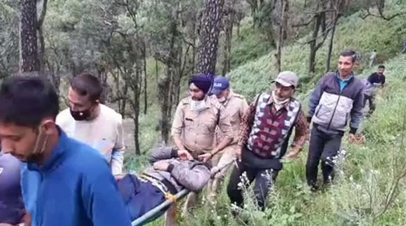 दुखद खबर: नैनीताल में अनियंत्रित होकर गहरी खाई में गिरी कार, तीन लोग गंभीर रूप से घायल