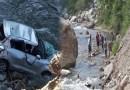 दुखद खबर: चंबा-ऋषिकेश हाईवे पर नदी में गिरी कार, एक की दर्दनाक मौत, 4 की हालत गंभीर