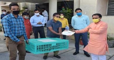 उत्तराखंड सरकार युवाओं को रोजगार मुहैया कराने और उन्हें स्वरोजगार के लिए लगातार प्रेरित कर रही। इस संबंध में सरकार द्वरा कदम उठाए जा रहे हैं।