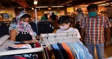 उत्तरकाशी के दो युवाओं व्यवसायी चिटू मटूड़ा और दीपक मटूड़ा की पूरे पहाड़ में तारीफ हो रही है। दोनों युवाओं ने जिले में पहला मॉल खोला है और स्थानीय लोगों को रोजगार दिया है।
