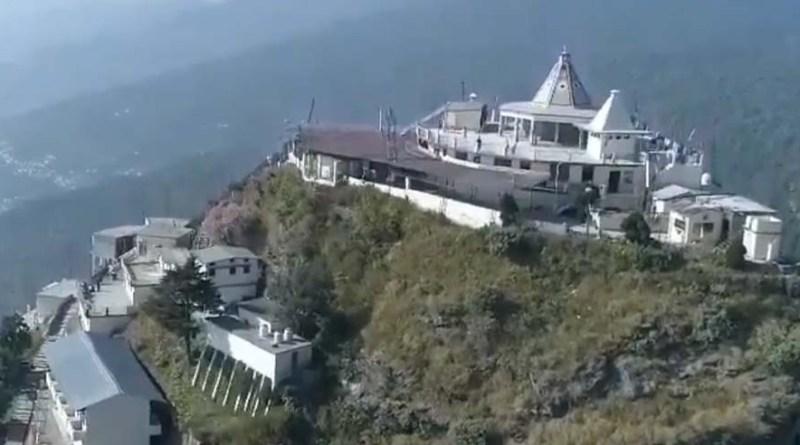 वीडियो: बुरांश, काफल और देवदार वृक्षों से घिरा है मां चंद्रबदनी का मंदिर, आप भी कीजिए दर्शन