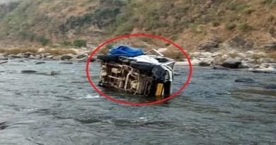 हल्द्वानी के भवाली कोतवाली इलाके के खैरना पुलिस चौकी के पास भीषण सड़क हादसा हुआ है। यहां पर एक बोलेरो बेकाबू होकर कोसी नदी में जा गिर।