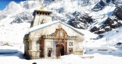 उत्तराखंड में मौसम ने करवट ले ली है। पहाड़ी इलाकों में बर्फबारी शुरू हो गई है। केदारनाथ में सीजन की पहली बर्फबारी हुई है।