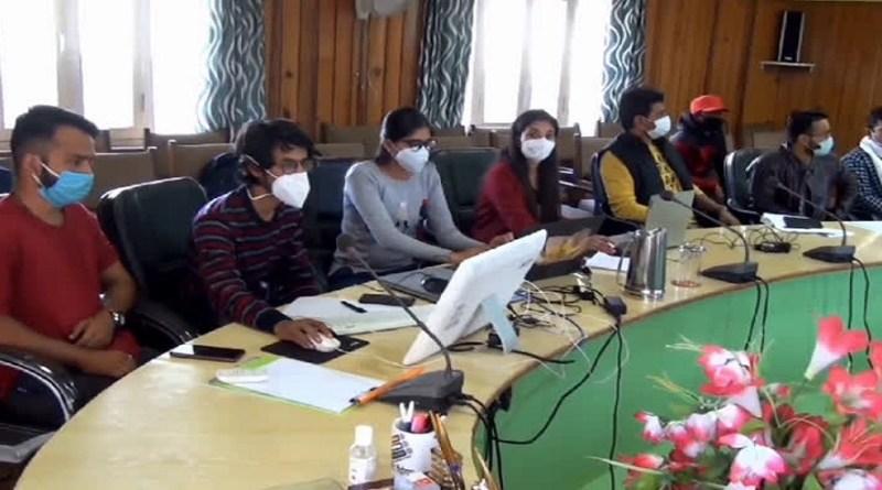पिथौरागढ़ में जिला विकास प्राधिकरण अब ऑनलाइन नक्शों को पास करेगा। डीडीए द्वारा इस प्रक्रिया को शुरू करने से पहले अधिकारियों के लिए दो दिनों की कार्यशाला आयोजित की गई।
