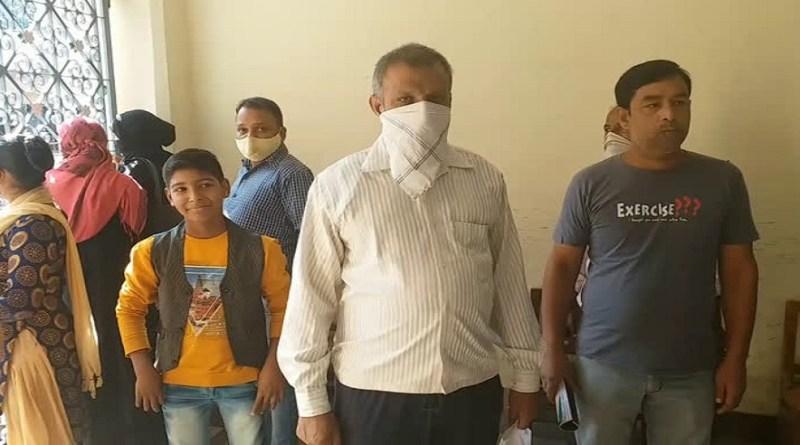 रामनगर के दयानंद बाल मंदिर स्कूल द्वारा फीस मांगने पर अभिभावकों ने जमकर हंगामा किया है।