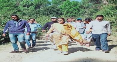 उत्तराखंड की महिला सशक्तिकरण एवं बाल विकास मंत्री रेखा आर्या की अध्यक्षता में बागेश्वर जनपद की खनिज फाउंडेशन न्यास की बैठक हुई।
