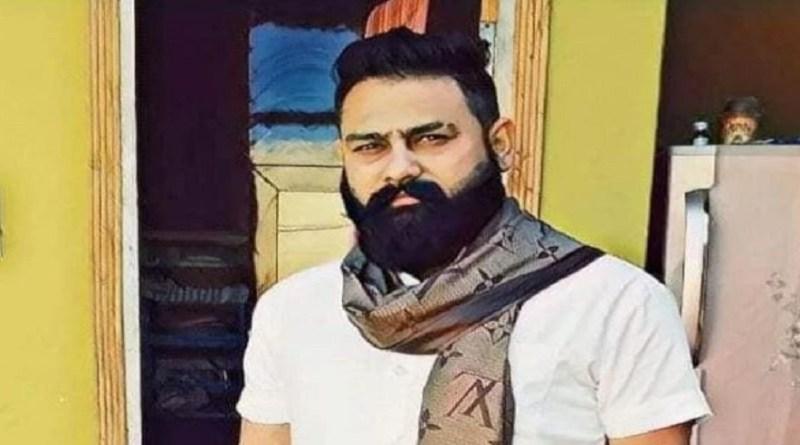 रुद्रपुर में बीजेपी समर्थित पार्षद प्रकाश धामी की हत्या से सनसनी फैल गई है। बताया जा रहा है कि धामी को घर से बुलाकर कार सवार बदमाशों ने गोली मार दी।