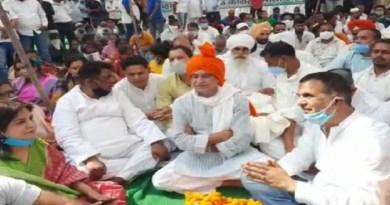 उत्तराखंड कांग्रेस अध्यक्ष प्रीतम सिंह ने प्रदेश की कानून व्यवस्था को लेकर प्रदेश सरकार पर निशाना साधा है। उधमसिंह नगर के रुद्रपुर दौरे पर पीसीसी चीफ ने कहा कि सूबे में कानून व्यवस्था पूरी तरह से चौपट हो गई है।