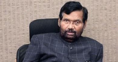 केंद्रीय मंत्री रामविलास पासवान का गुरुवार शाम लंबी बीमारी के बाद निधन हो गया है। दिल्ली के अस्पताल में उनका इलाज चल रहा था। कुछ दिनों पहले ही उनके दिल का एक ऑपरेशन भी हुआ था।