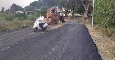 रुद्रप्रयाग के गौंडार गांव को रोड से जोडने का रास्ता साफ हो गया है। वन और पर्यावरण मंत्रालय भारत सरकार से रोड को वन भूमि की सैद्धांतिक स्वीकृति मिल चुकी है।