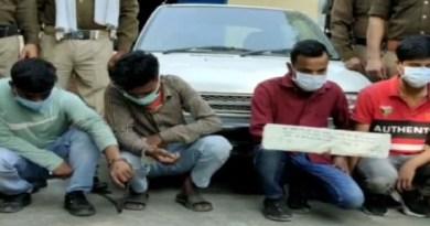 उधम सिंह नगर की किच्छा पुलिस ने चार गाड़ी चोरों को गिरफ्तार किया है। आरोपियों के पास से चोरी हुआ कार भी बरामद हुई है। आरोपियों ने हाल ही में किच्छा कोतवाली क्षेत्र से एक कार चोरी की थी।