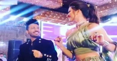बॉलीवुड की मशहूर सिंगर नेहा कक्कड़ और रोहनप्रीत सिंह की हाल ही में शादी हुई है। शादी की कई अनदेखी तस्वीरें और वीडियो सोशल मीडिया सामने आ रहे हैं।