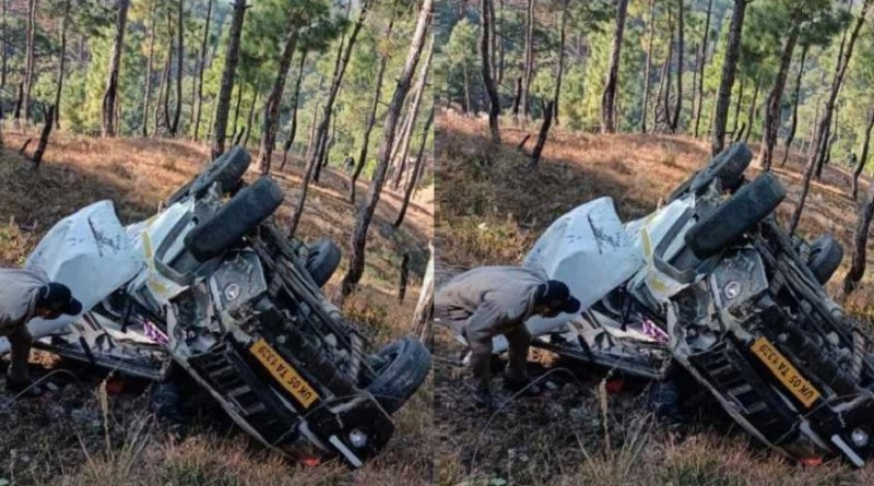 अल्मोड़ा जिले में दो अलग-अलग सड़क हादसों में चार लोगों की मौत हो गई, जबकि 11 लोग घायल हो गए।