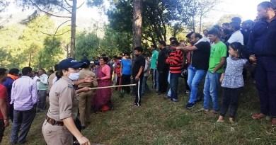पिथौरागढ़ के बेरीनाग के भट्टी गांव में गुलदार के आतंक को देखते हुए दो शिकारियों को तैनात कर दिया गया है।