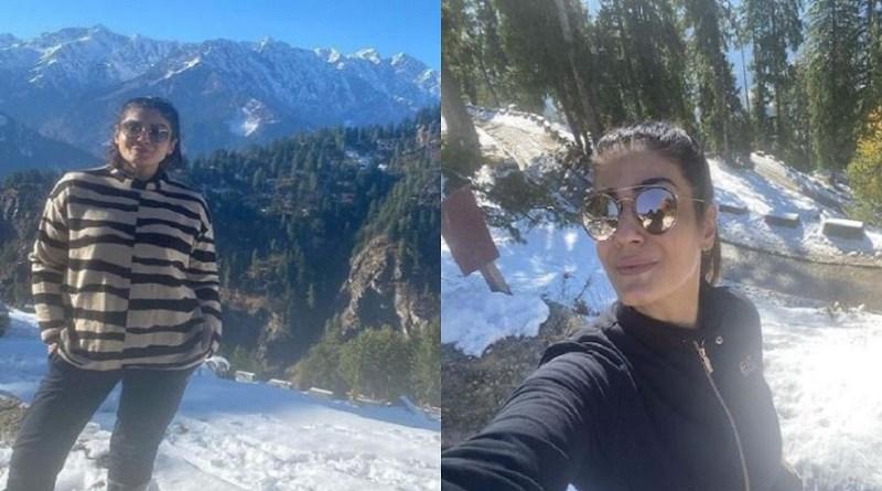 अभिनेत्री रवीना टंडन इन दिनों पहाड़ों में बर्फबारी का लुत्फ उठा रही हैं। उन्होंने हिमालय की गोद में डेरा डाल रखा है।