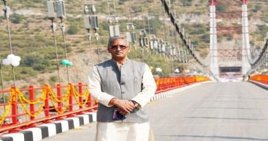 टिहरी जिले में देश के सबसे लंबे झूला पुल डोबरा-चांटी को रविवार को सीएम त्रिवेंद्र सिंह रावत ने लोकार्पित किया।