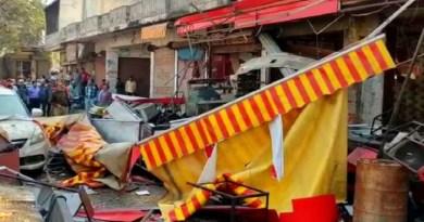 हरिद्वार के रुड़की में बड़ा हादसा हुआ है। यहां मंगलौर में एक मिठाई की दुकान में सिलेंडर फट गया। हादसे में 11 लोग घायल हो गए
