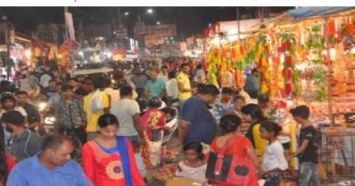 कोरोना काल में इस बार दिवाली पहले से थोड़ा अलग होने वाली है। धनतेरस भी इस बार पहले से थोड़ा अलग रहा। रुद्रप्रयाग में धनतेरस के मौके पर बाजारों में ठीक ठाक हलचल रही है।