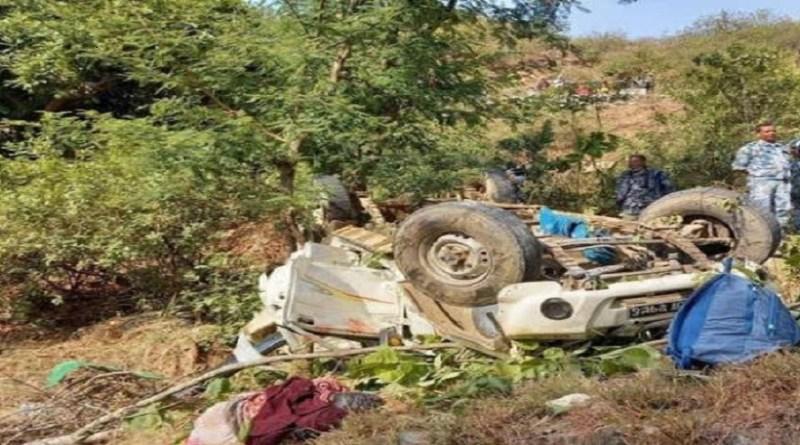 पिथौरागढ़ में नेपाली पेंशनर्स को लेकर जारी रही जीप 100 फीट नीचे खाई में गिर गई। हादसे में 5 लोगों की मौके पर ही मौत हो गई। जबकि 5 लोग गंभीर रूप से घायल हो गए