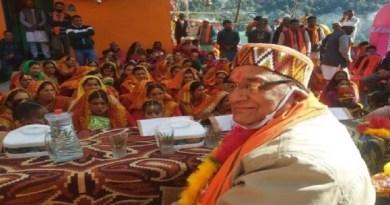गैरसैंण के वार्ड पांच रिखोली गांव में विधायक सुरेंद्र सिंह नेगी और नगर पंचायत अध्यक्ष पुष्कर सिंह रावत ने मंदिर के सौंदर्यीकरण और महिला जन मिलन केंद्र का लोकार्पण और शिलान्यास किया।