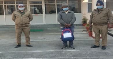 पहाड़ियों को नशे की लत लगाने की कोशिश नाकाम! चेकिंग के दौरान गिरफ्तार हुआ शख्स, बैग देख उड़े पुलिस के होश