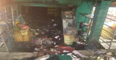 चमोली: रेडीमेड कपड़े की दुकान में आग लगने से हड़कंप, लाखों का सामान जलकर राख